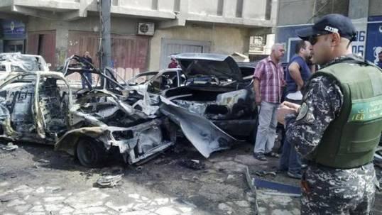 Restos de coches bomba detonados